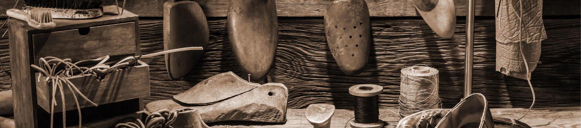 Taula amb eines de calçat